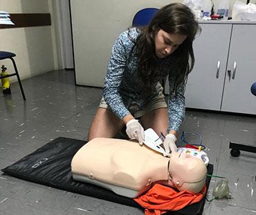 REANIMAÇÃO CARDIO PULMONAR E DESFIBRILADOR